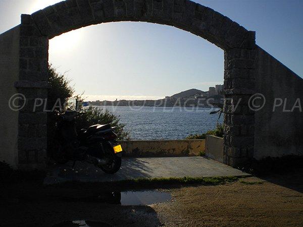 Beau point de vue depuis la plage Azur Corse d'Ajaccio