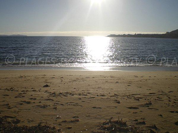 Vue sur l'horizon depuis la plage du Lazaret d'Ajaccio