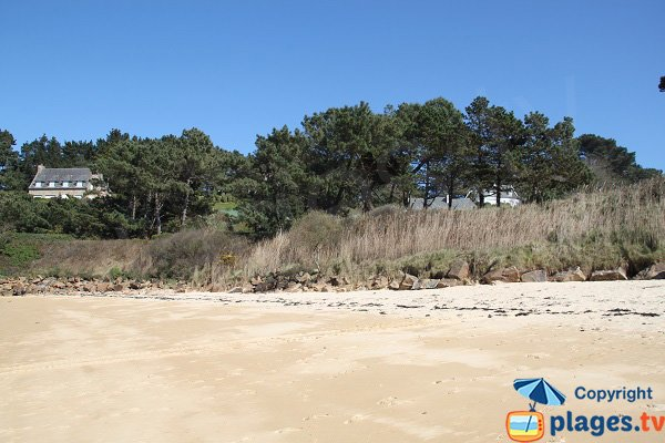 Bas côté de la plage du Cosmeur