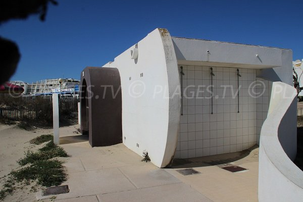 showers and toilets on Couchant beach