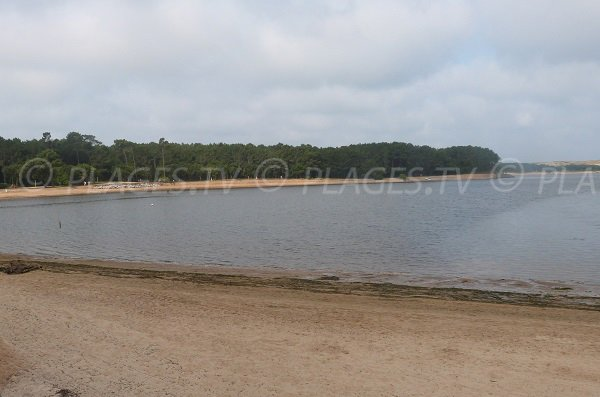 Plage à Soustons sur le lac du Port d'Albret