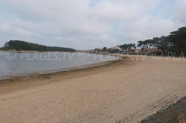 Plage au bord du lac de Port d'Albret entre Vieux Boucau et Soustons