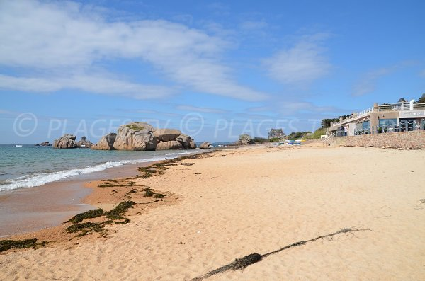 Sand beach of Coz Pors in Trégastel - Brittany