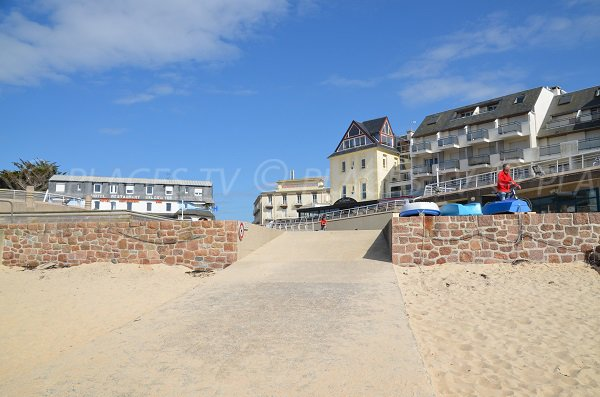 Access to Coz Pors beach in Trégastel