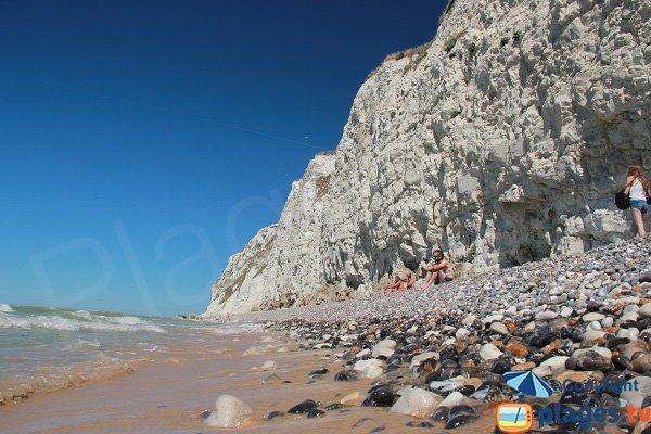 Sable et galets sur la plage d'Escalles