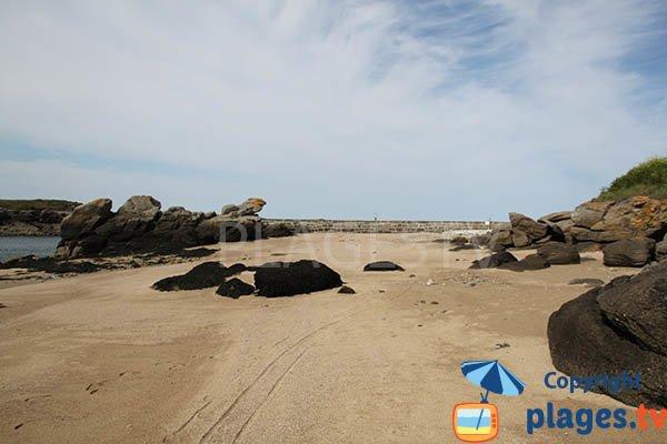 Digue sur la plage de Lanildut