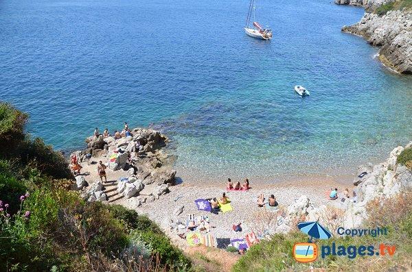 Crique à proximité du sémaphore du Cap Ferrat face au Cap de Nice