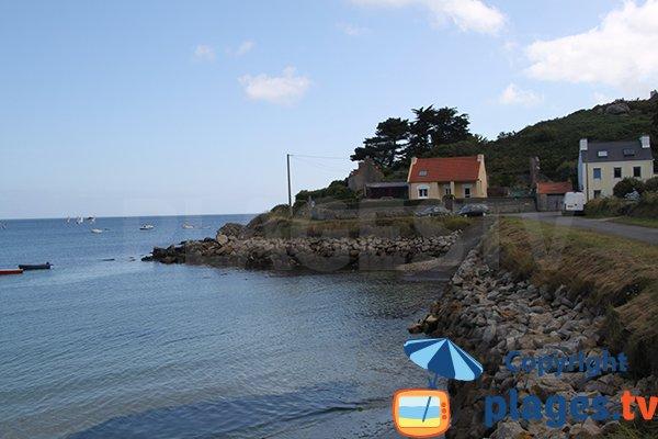 Cale de mise à l'eau sur la plage de Crec'h an Avel à Plouguerneau
