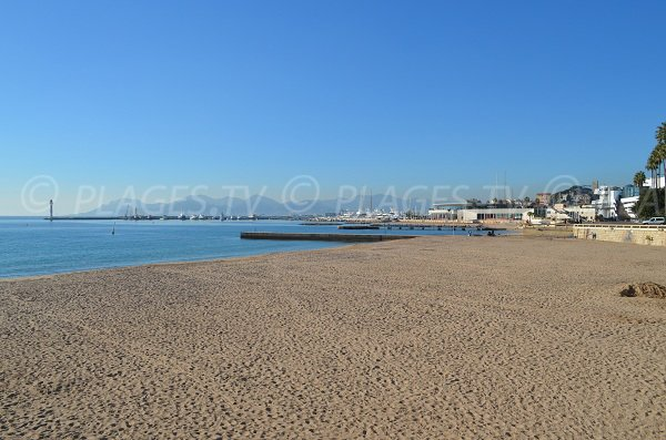 Overview of the Cannes croisette beach in winter