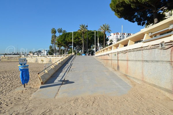 Ramp access to the Cannes Croisette beach