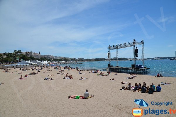 Photo of the public beach on the Croisette in Cannes