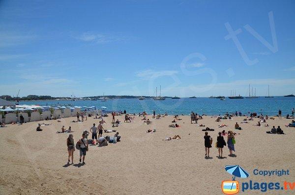 Bucht von Cannes mit dem Strand