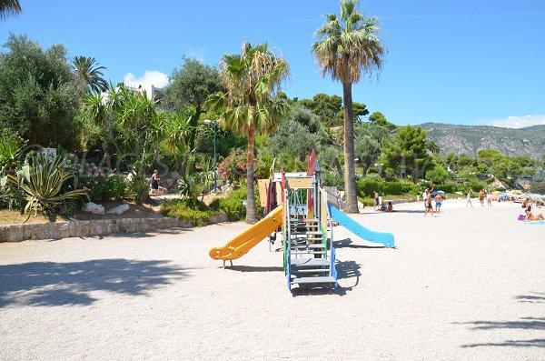 Jeux pour les enfants sur la plage de Saint Jean Cap Ferrat
