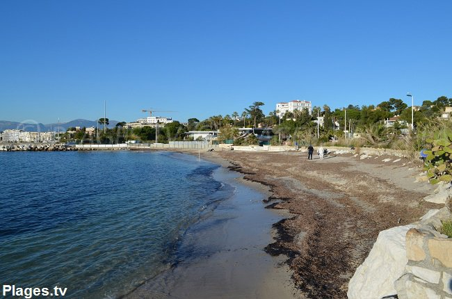 Spiaggia di Crostino a Juan les Pins nel mese di dicembre