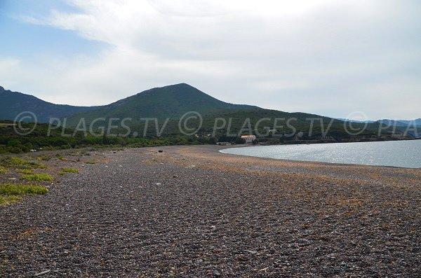 Baie de Crovani et sa plage de galets