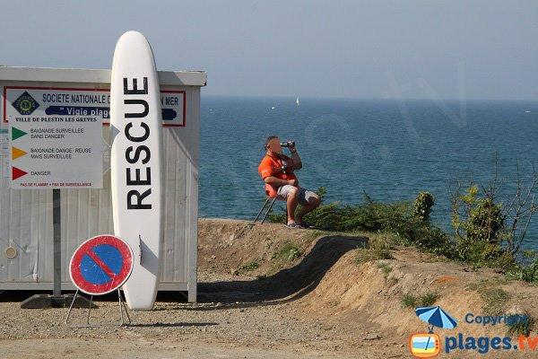 Poste de secours de la plage de Plestin