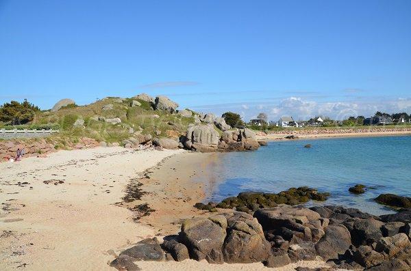 Rochers sur la plage des Curés de Trégastel