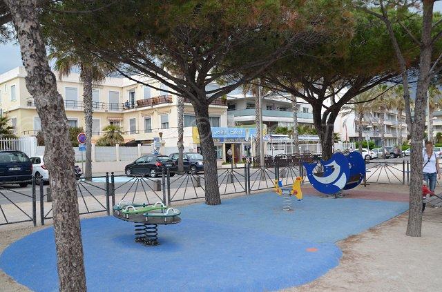Jeux pour les enfants à proximité de la plage Cyrnos de La Ciotat