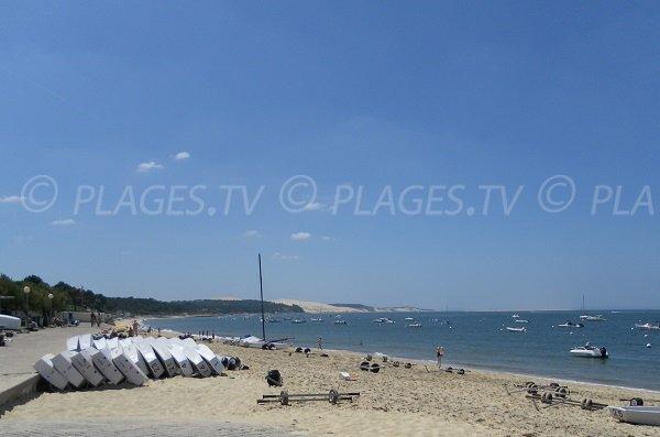 Plage de Daniel Meller à Pyla avec vue sur la dune de Pilat