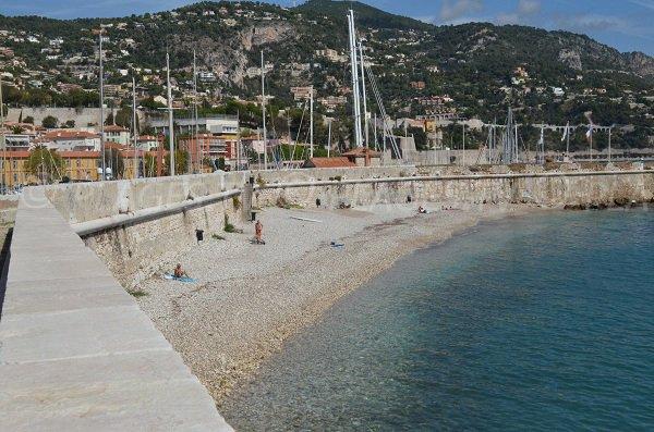 Plage derrière le port de la Darse à Villefranche sur Mer