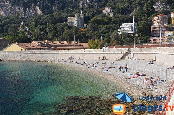 Photo de la plage à côté du port de Villefranche sur Mer