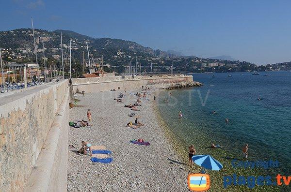 Petite plage de galets à Villefranche sur Mer