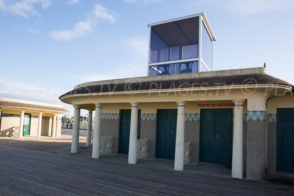 Poste de secours de la plage de Deauville