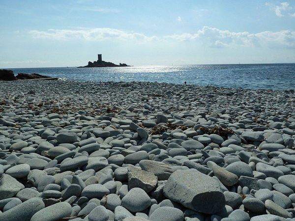 Plage du débarquement avec vue sur l'île d'Or à St Raphaël