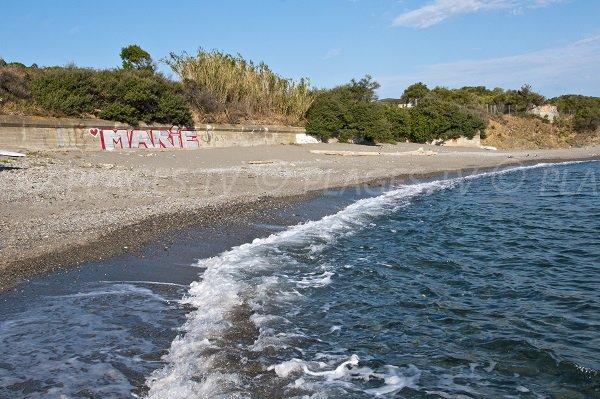 Vue de la plage du Fourat dans l'anse de Paulilles depuis la mer