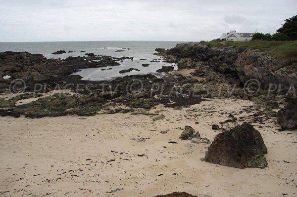 Rochers sur la plage de Dervin à Batz sur Mer