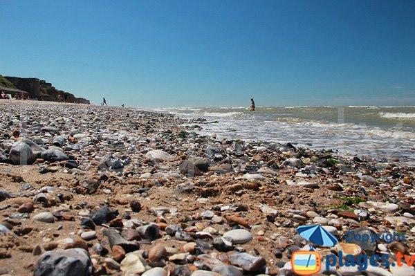 Galets sur la plage de Sangatte - La descenderie