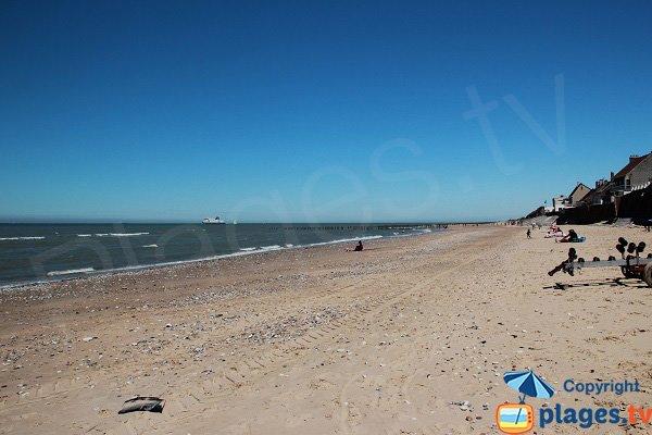 Brises lames sur la plage de Sangatte