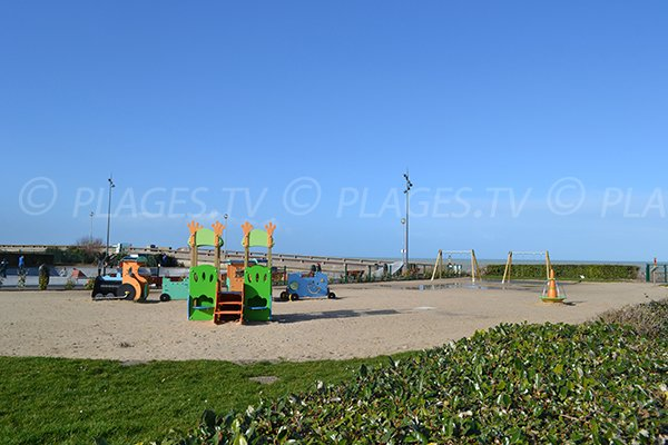 Area for kids near the Dieppe beach