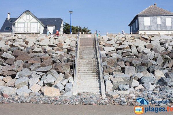 Escaliers de la plage d'Hauteville sur Mer