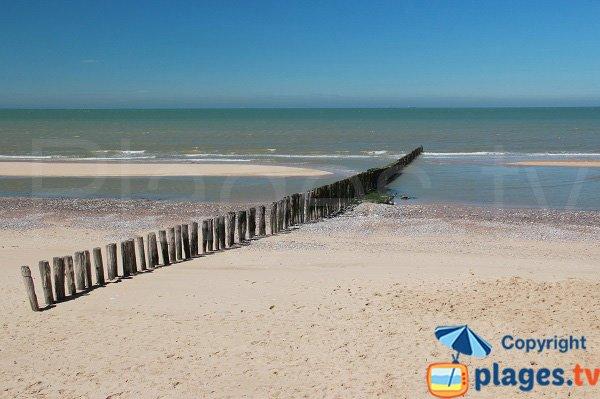 Brises lames sur la plage de Sangatte - La Digue