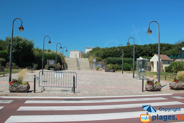 Access to the Digue beach in Sangatte