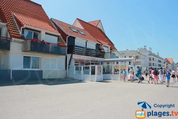 restaurants and shops, seafront of Wissant