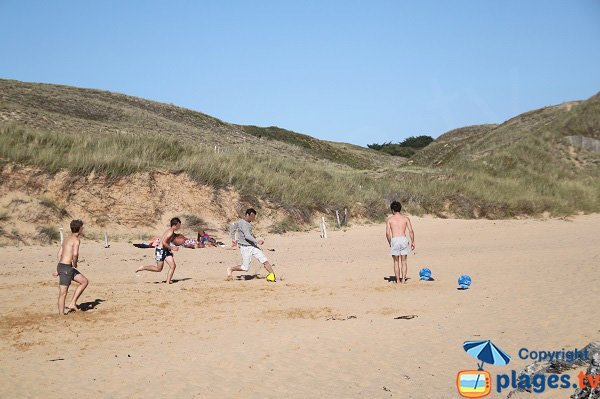 Games on the Belle Ile beach  - Donnant