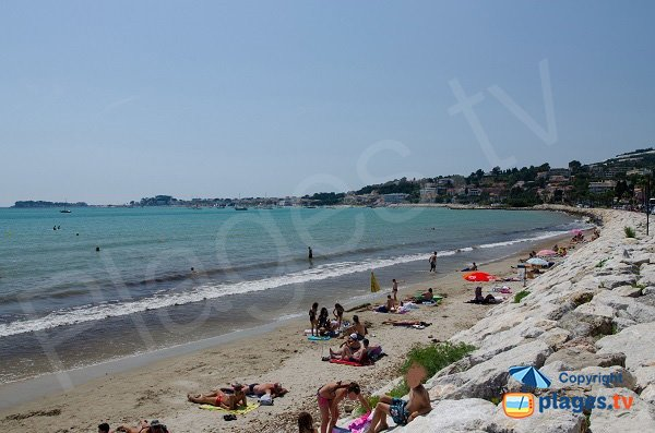 Photo of Doree beach in Sanary with view on Bandol