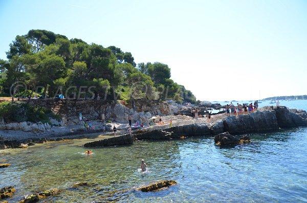 Rocks near the tip of the Dragon - Sainte marguerite island