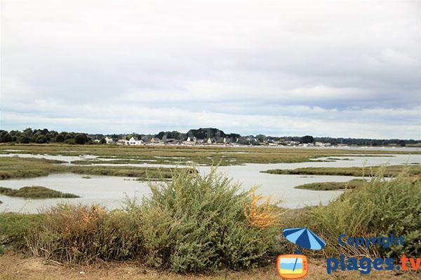 Plage à polders lors de la marée haute