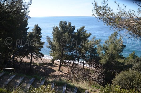Photo of Monaco beach in Le Pradet from the coastal footpath