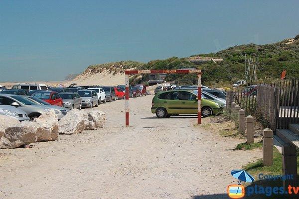 Il parcheggio gratuito accanto al lato spiaggia di Cap Blanc Nez