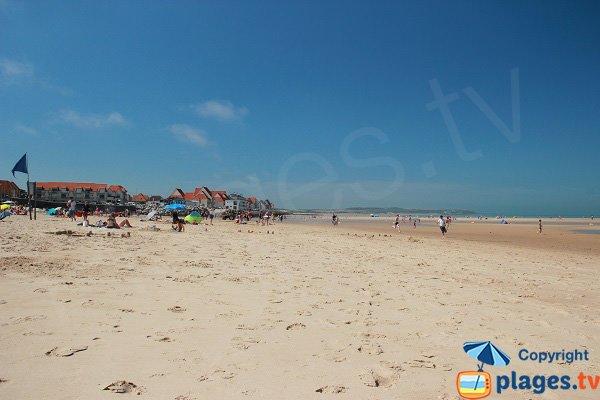 Spiaggia Wissant ai piedi delle dune si affaccia la stazione