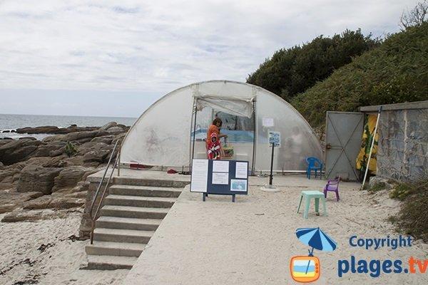 Piscine pour les enfants sur la plage des Dunes à Fouesnant