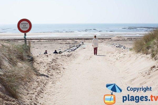 Accès à la plage de Saint Georges de la Rivière dans la Manche par la cale