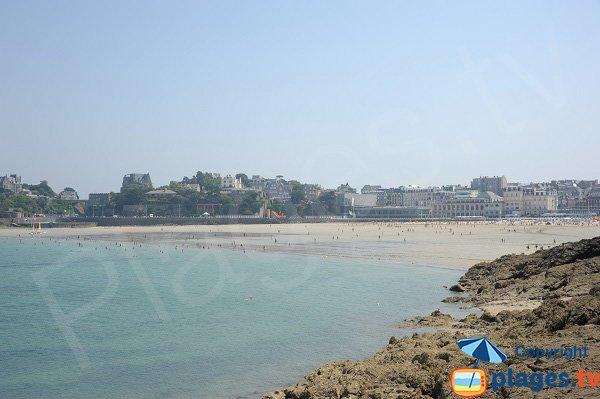 Vue globale de la plage de l'écluse de Dinard