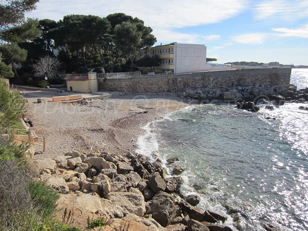 Eden Roc beach in Bandol in winter