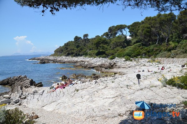 Eilen Roc beach on the coastal path of Cap d'Antibes