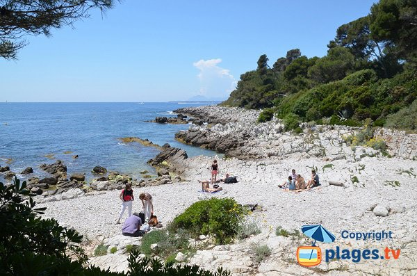 Coastal path beach in Cap d'Antibes - Eilen Roc